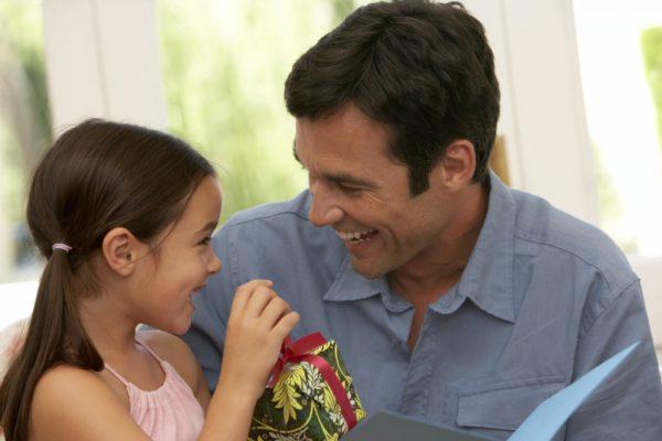 Dia dos Pais deve movimentar quase R$ 14 bilhões no varejo
